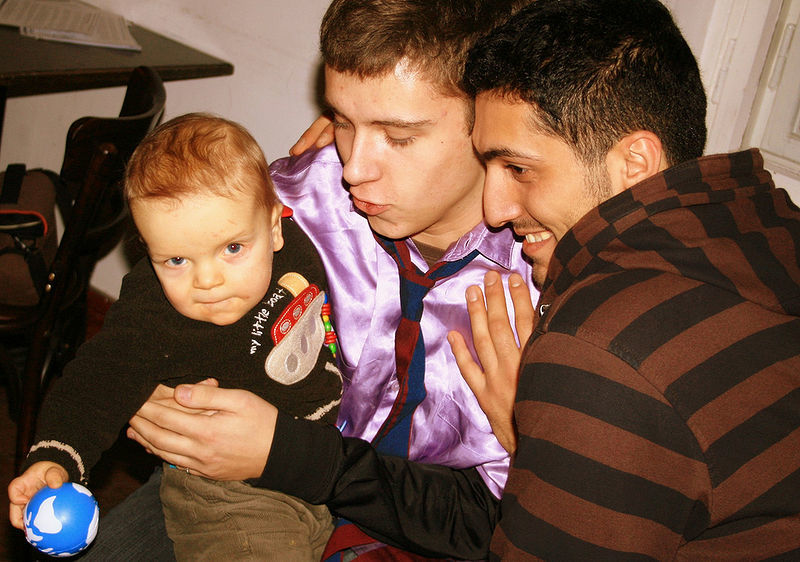 800px Male Couple With Child 02